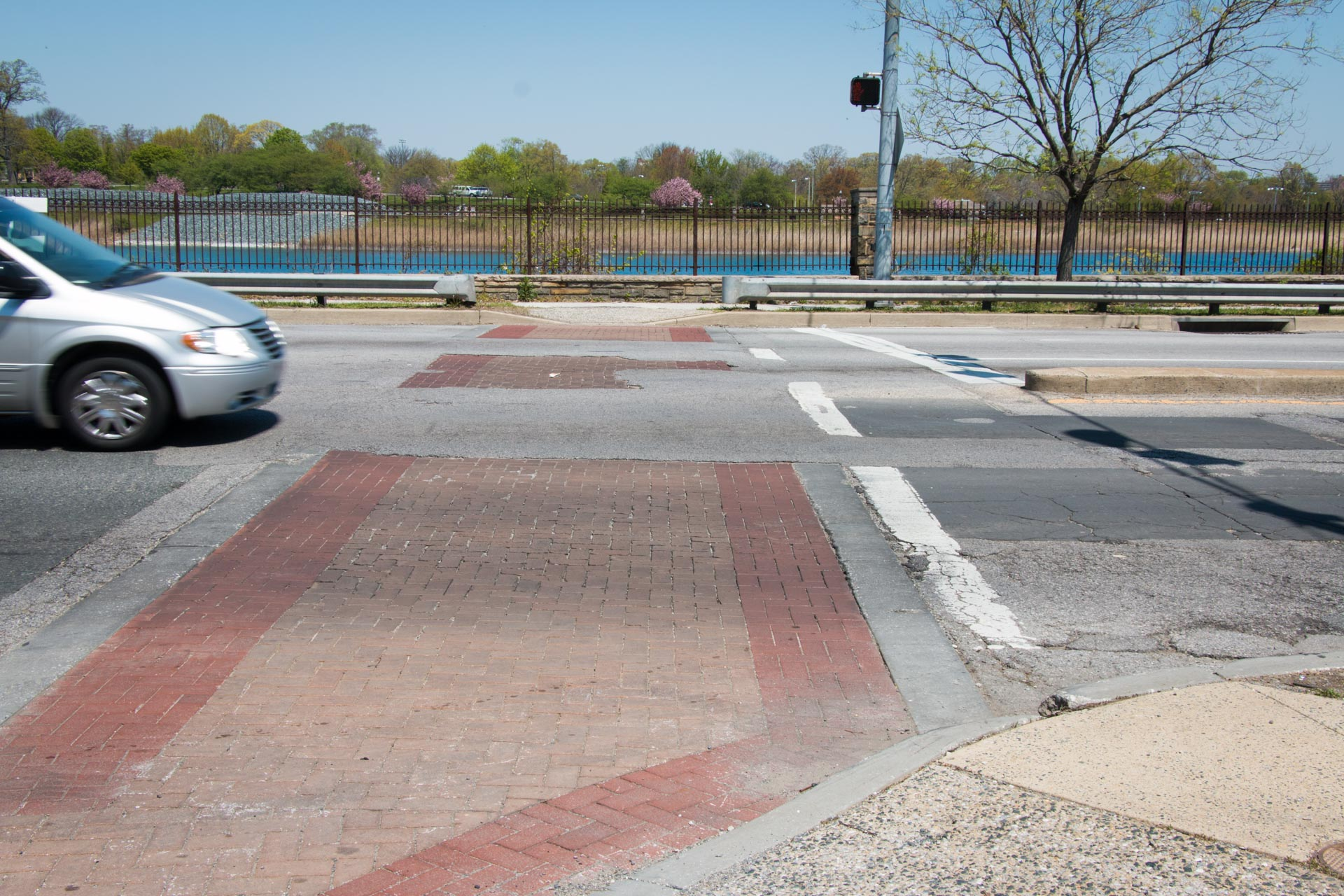180501 Druid Hill Park pedestrian access conditions 04 Linden crosswalk